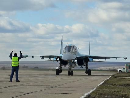 Встреча экипажей бомбардировщиков Су-34 ВКС России, вернувшихся из Сирии, на аэродроме в Воронежской области