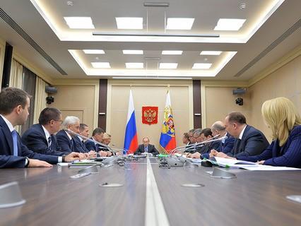 Владимир Путин на совещании с членами кабинета министров РФ