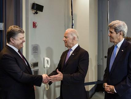 Президент Украины Пётр Порошенко, вице-президент США Джозеф Байден и госсекретарь США Джон Керри