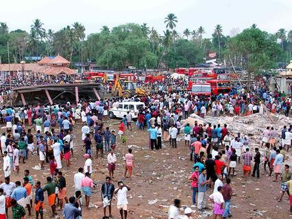 Последствия пожара в одном из храмов Индии
