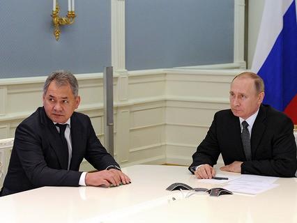 Министр обороны Сергей Шойгу и Владимир Путин во время телемоста с Пальмирой