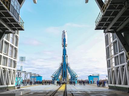 """Ракета-носитель """"Союз-2.1а"""" с космическими аппаратами установлена на стартовую площадку космодрома Восточный"""