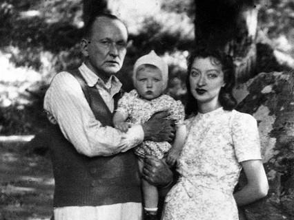 Александр и Лидия Вертинские с дочерью Марианной