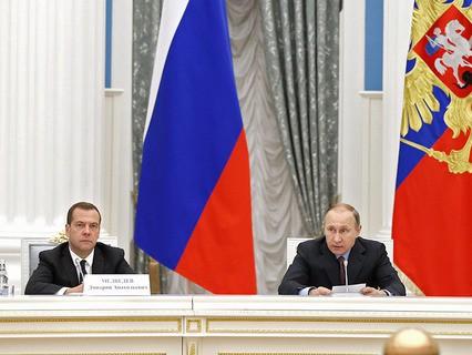 Владимир Путин и Дмитрий Медведев на заседании Комиссии по мониторингу достижения целевых показателей социально-экономического развития РФ