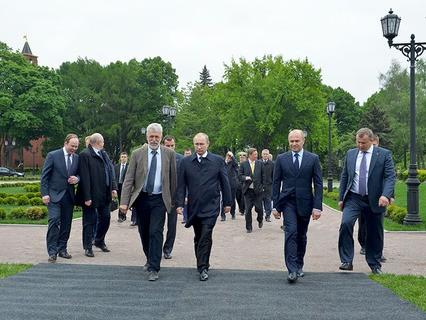 Владимир Путин осмотрел парк на месте 14-го корпуса в Кремле