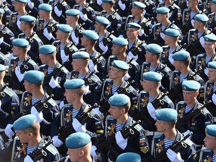 Парадные расчёты военнослужащих
