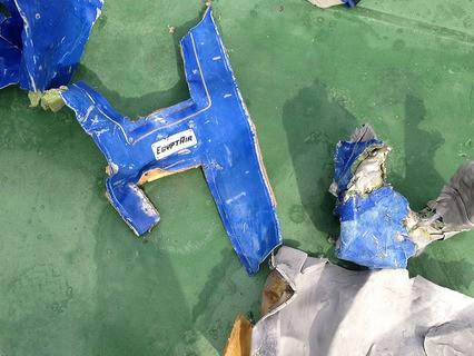 Египетские власти обнародовали фотографии обломков потерпевшего крушение самолёта EgyptAir