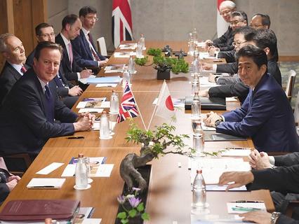 Двусторонняя встреча премьер-министра Великобритании Дэвида Кэмерона и премьер-министра Японии Синдзо Абэ на полях саммита G7