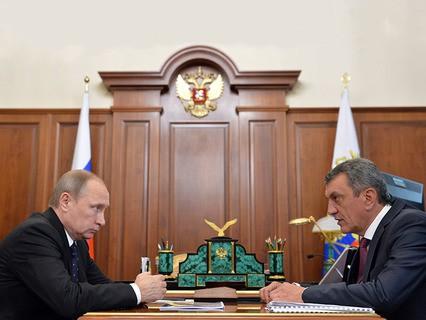 Владимир Путин и губернатор Севастополя Сергей Меняйло во время встречи в Кремле