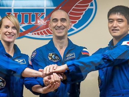 Экипаж МКС: астронавт США Кэтлин Рубинс, космонавт Роскосмоса Анатолий Иванишин и японский специалист Такуя Ониши