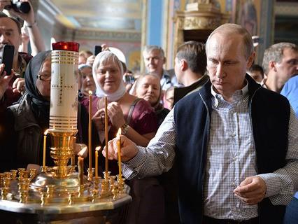 Владимир Путин перед началом торжественной литургии в Спасо-Преображенском соборе Валаамского монастыря