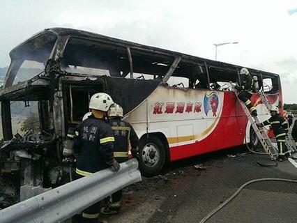 Автобус с туристами из Китая попал в крупное ДТП на Тайване