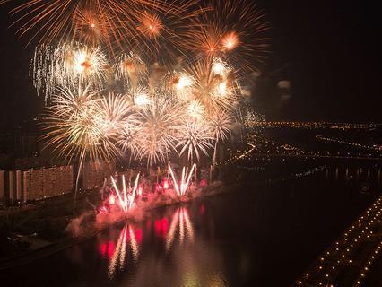 Фестиваль фейерверков в Братеевском каскадном парке