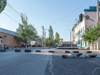 Территория захваченного здания патрульно-постовой службы в Ереване