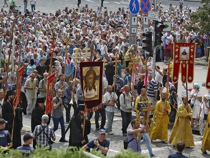 В крестном ходе по улицам Киева приняли участие около 100 тысяч человек