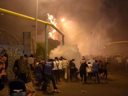 У захваченного полицейского участка в Ереване начались столкновения оппозиционеров и полиции