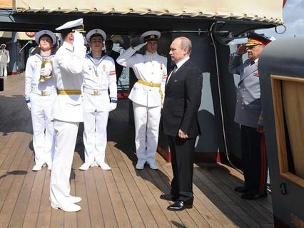 Владимир Путин поздравил моряков с Днём ВМФ  и поблагодарил за верную службу