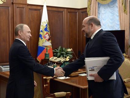 Владимир Путин и губернатор Архангельской области Игорь Орлов во время встречи в Кремле