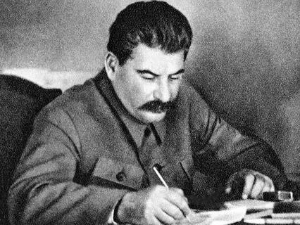 Генеральный секретарь ЦК ВКП(б) Иосиф Сталин в рабочем кабинете