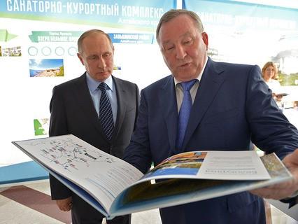 Владимир Путин и губернатор Алтайского края Александр Карлин перед началом заседания президиума Госсовета
