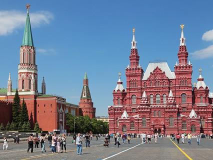 Красная площадь. Вид на Исторический музей и Никольскую башню Кремля
