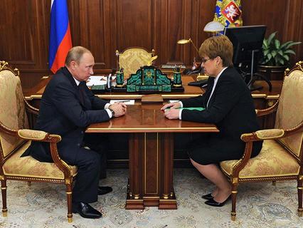 Владимир Путин и временно исполняющая обязанности губернатора Забайкальского края Наталья Жданова
