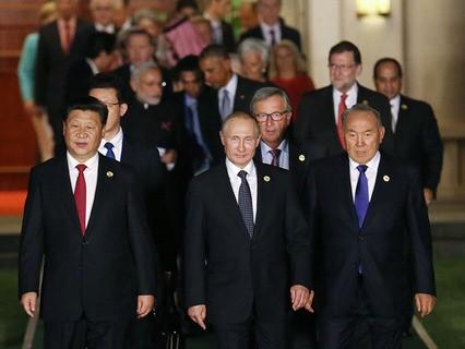 Владимир Путин перед совместным фотографированием глав делегаций государств-участников G20