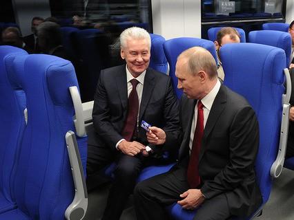 Владимир Путин и мэр Москвы Сергей Собянин в День города Москвы принимают участие в церемонии ввода в эксплуатацию транспортного Московского центрального кольца (МЦК)