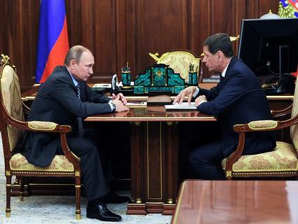 Владимир Путин и глава Олимпийского комитета России Александр Жуков во время встречи в Кремле