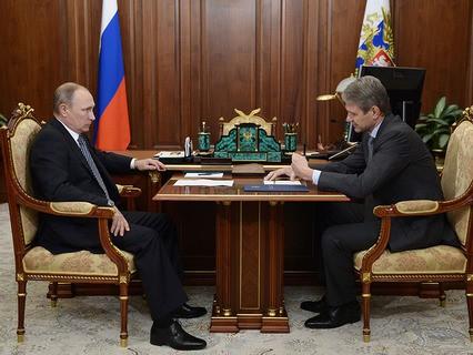 Владимир Путин и министр сельского хозяйства РФ Александр Ткачёв во время встречи в Кремле