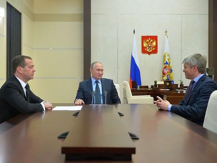 Президент Владимир Путин, премьер-министр Дмитрий Медведев и министр спорта Павел Колобков во время встречи