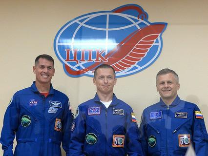 Новый экипаж МКС -  российские космонавты Сергей Рыжиков и Андрей Борисенко, а также астронавт НАСА Роберт Шейн Кимброу
