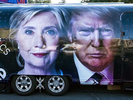 Изображение на автобусе кандидатов на пост президента США - Хиллари Клинтон и Дональда Трампа