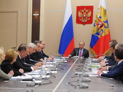 Владимир Путин проводит в резиденции Ново-Огарёво совещание с членами кабинета министров РФ