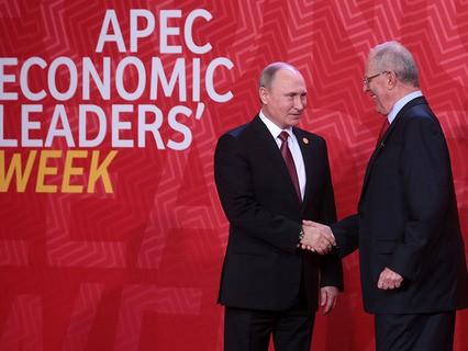 Президент РФ Владимир Путин и президент Перу Педро Пабло Кучински на саммите АТЭС в Перу