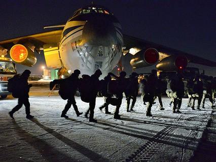 """Отряд российских сапёров на аэродроме """"Чкаловский"""" перед отправкой в Сирию для разминирования города Алеппо"""