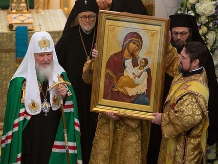 Патриарх Кирилл совершает службу в Троицком кафедральном соборе в Париже