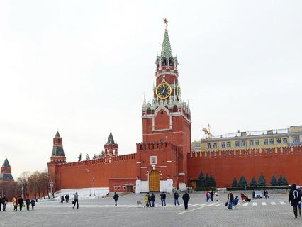 Москва. Вид на Красную площадь и Спасскую башню Московского Кремля