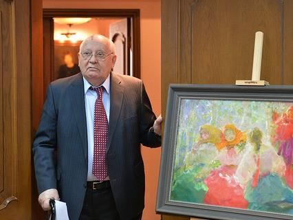 Михаил Горбачёв на церемонии передачи Музею русского импрессионизма трёх картин художника Павла Шмарова