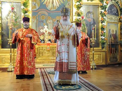 Патриарх Московский и всея Руси Кирилл во время совершения божественной литургии в академическом храме