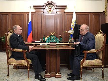 Владимир Путин и ректор МГУ Виктор Садовничий во время встречи в Кремле