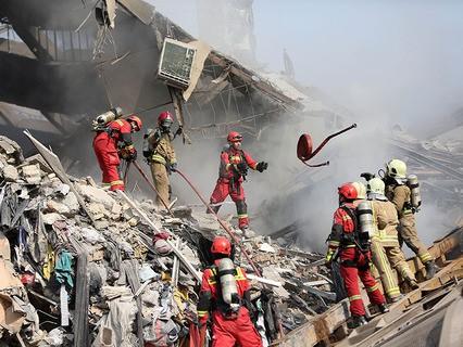 В Тегеране обрушилось горящее здание
