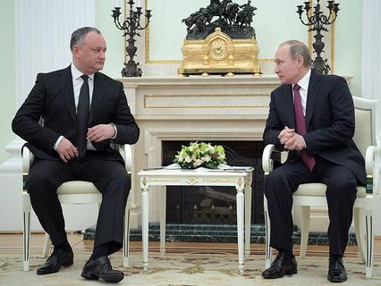 Президент Молдавии Игорь Додон и президент РФ Владимир Путин во время встречи в Кремле