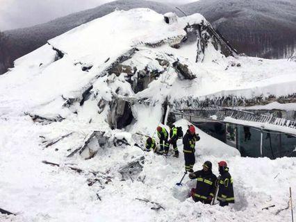 Сход лавины в Италии
