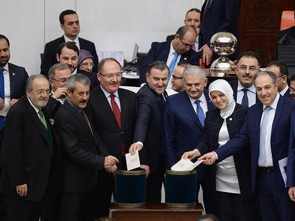 Парламент Турции голосует за конституционную реформу