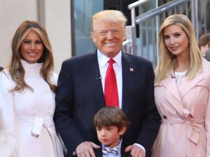 Дональд Трамп с супругой, дочерью и внуком