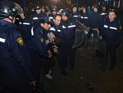 Сотрудники правоохранительных органов во время беспорядков в Батуми