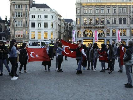 Турки протестуют в Амстердаме