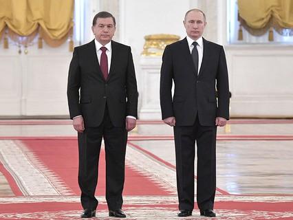 Президент Узбекистана Шавкат Мирзиёев и президент РФ Владимир Путин во время встречи
