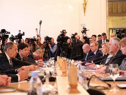 Министр иностранных дел РФ Сергей Лавров и госсекретарь США Рекс Тиллерсон во время переговоров в Москве